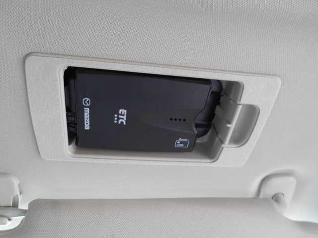 ETC車載機は運転席のバイザー裏に取り付けられております。これはマツダの特許にての取り付けで、盗難防止に役立ちますし、邪魔になる事にもなりません!
