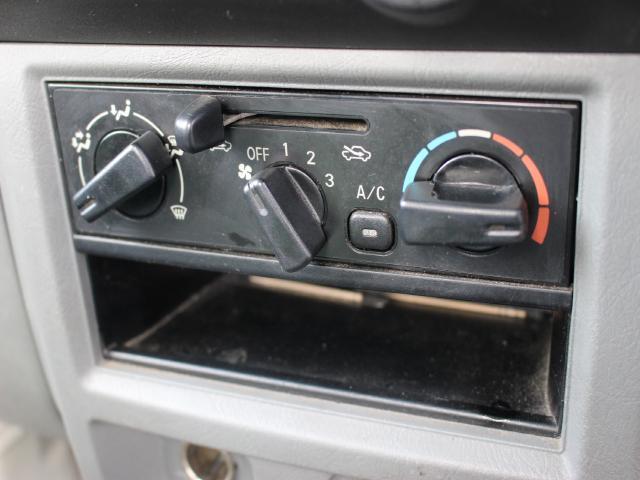 日産 クリッパートラック SD 三方開 純正ラジオ