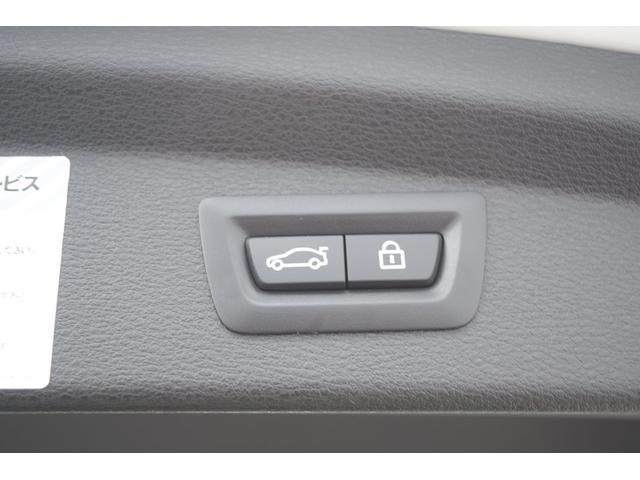 こちらの車両はナビゲーションの操作がタッチでも操作可能で御座います。従来のiDriveでも操作可能で御座いますので、どちらでもお客様の使いやすい操作に御対応できます。