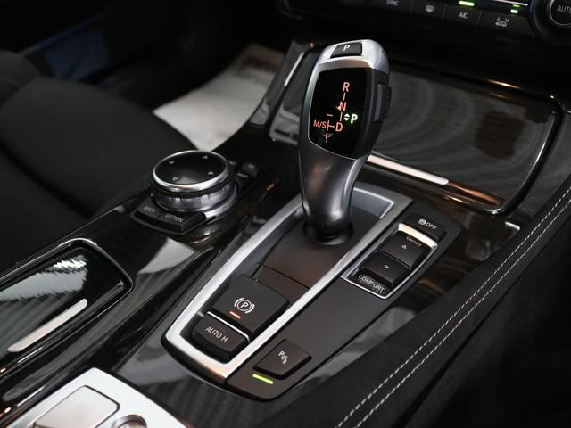 Rギアを選択すると自動的に作動し、車両後方の障害物や歩行者を画面上で確認出来ます。リアビューカメラと同時にリアソナーも作動し、障害物の結果を画面に合成します。
