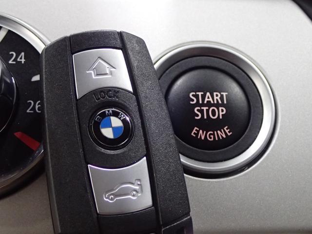 スマートキーは鍵を持っているだけで、鍵の開け閉めからエンジンの始動までボタンで可能!