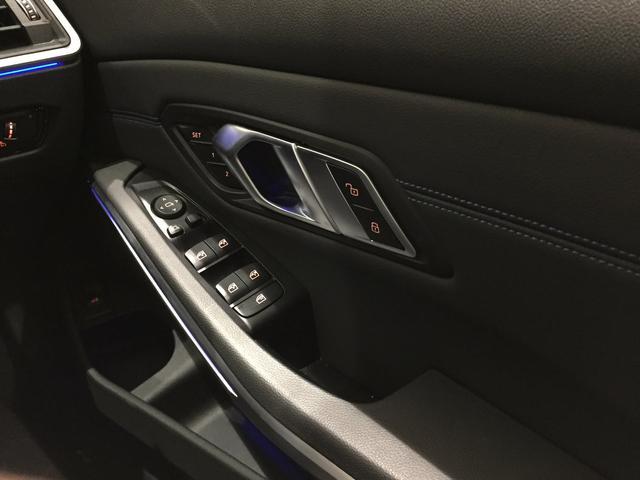 320d xDrive Mスポーツ デビューパッケージ 19インチアルミホイール ブラックレザーシート フロントシートヒーター 弊社デモカー車両 電動トランク(19枚目)