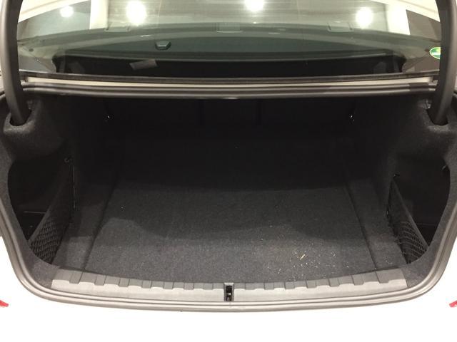 320d xDrive Mスポーツ デビューパッケージ 19インチアルミホイール ブラックレザーシート フロントシートヒーター 弊社デモカー車両 電動トランク(31枚目)