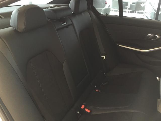 320d xDrive Mスポーツ パーキングサポート+ コンフォートパッケージ Mパフォーマンスパーツ オプション19インチアルミホイール 純正HDDナビ ワンオーナー 禁煙車 全周囲カメラ 電動リアゲート センサテックコンビシート(13枚目)