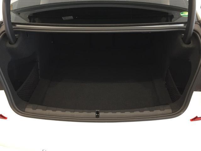 320d xDrive Mスポーツ パーキングサポート+ コンフォートパッケージ Mパフォーマンスパーツ オプション19インチアルミホイール 純正HDDナビ ワンオーナー 禁煙車 全周囲カメラ 電動リアゲート センサテックコンビシート(17枚目)
