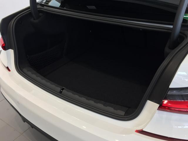 320d xDrive Mスポーツ パーキングサポート+ コンフォートパッケージ Mパフォーマンスパーツ オプション19インチアルミホイール 純正HDDナビ ワンオーナー 禁煙車 全周囲カメラ 電動リアゲート センサテックコンビシート(31枚目)