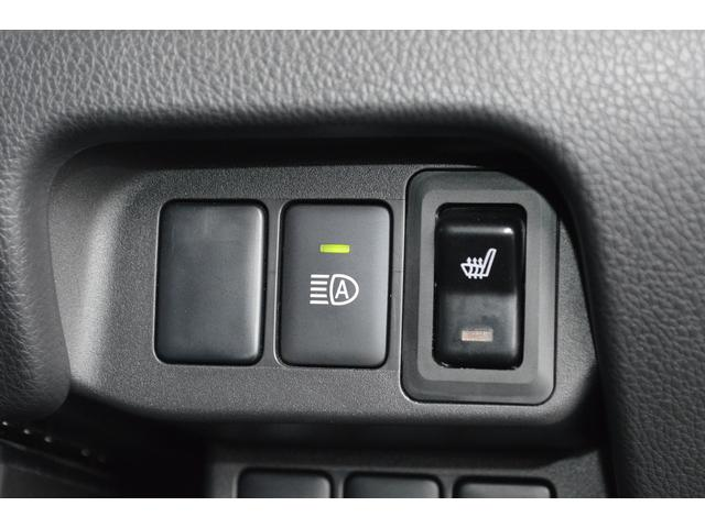オートマチックハイビームを装備。周囲の明るさや対向車を検知し、状況に合わせて自動的にハイビームとロービームを切り替えます