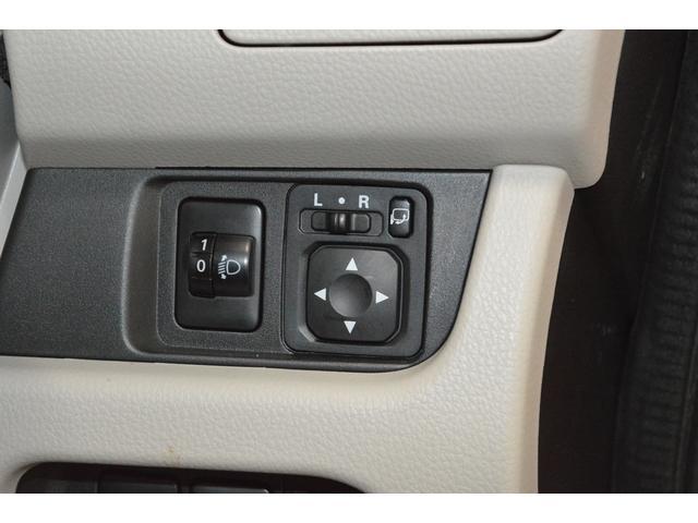 運転席のスイッチでドアミラーも開閉が出来ます!狭い駐車スペースでも安心です!