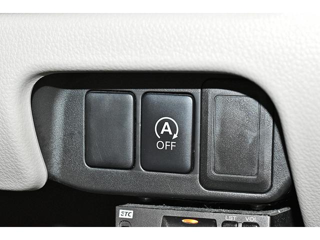 信号待ちなどでエンジンを停止させるアイドリングストップ機能搭載。エコドライブに貢献!