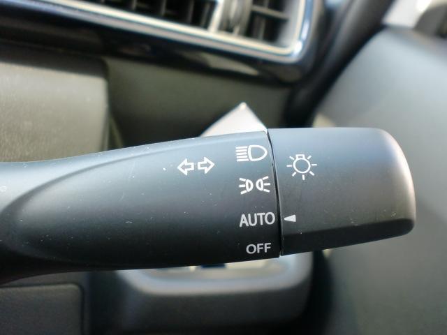 オートライトシステムで周囲の明るさに応じて自動調整!
