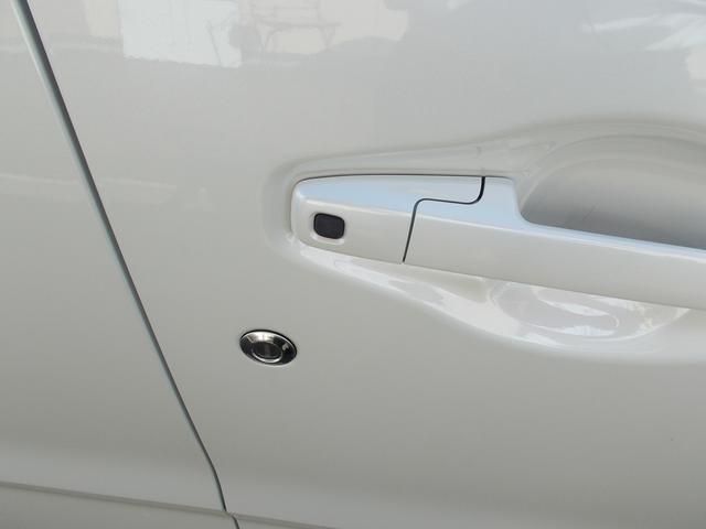 リモコンキーを身に着けてリクエストスイッチをタッチすればドアのロック、解除が出来ます。
