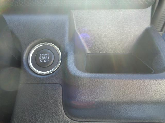 運転席には角形のドリンクホルダーを採用。四角い紙パックにも対応しております。