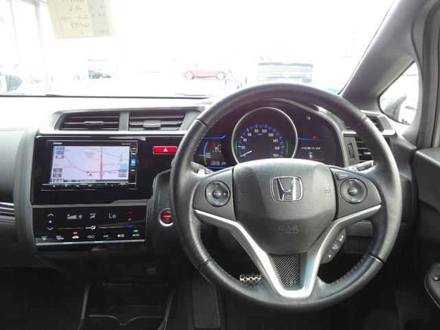 ドライバー目線からの画像です。視界が広く、周囲も見やすいので安心して運転できます。上質で洗練されたデザインの運転席です!!是非一度、現車を見に来て下さいねヽ(^o^)丿