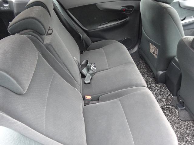 居心地の良い後部座席、長く座っていられるリラックスできるデザインがいいですね。