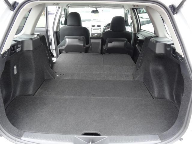 リヤシートを倒せばラゲージスペース拡大!乗る人の人数や載せる物の形に合わせてアレンジも出来ます。