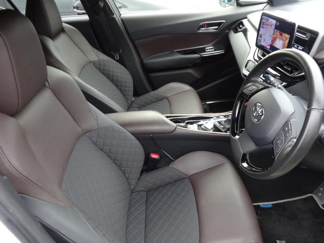 運転席シートは電動ランバーサポート式で長時間ドライブでも快適です^