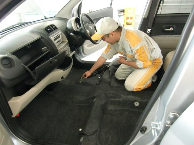 一番汚れのひどいフロアカーペットもシート同様の方法でキレイにしています。