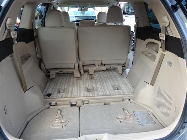 3列目のシートは軽い力で簡単に格納する事が出来、かさばる大きな荷物や背の高いものも収納できます。