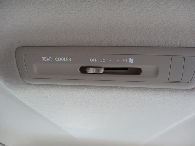 リヤエアコン付きで各席どこに座っていても快適に過ごせます。
