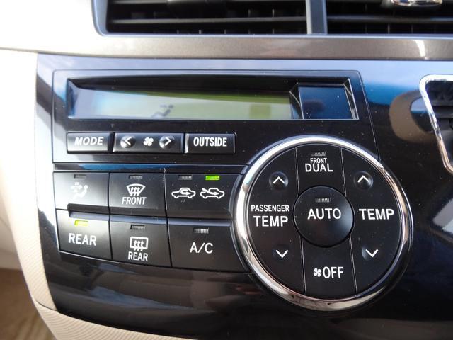 風量自動調整の快適オートエアコンを装備。運転席側・助手席側それぞれに温度設定ができます。