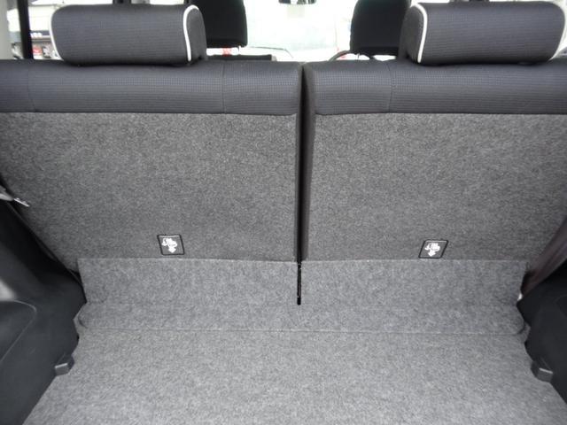 効率よく使えるラゲージスペース!セカンドシートは分割で倒れるので積む荷物によって変えられます