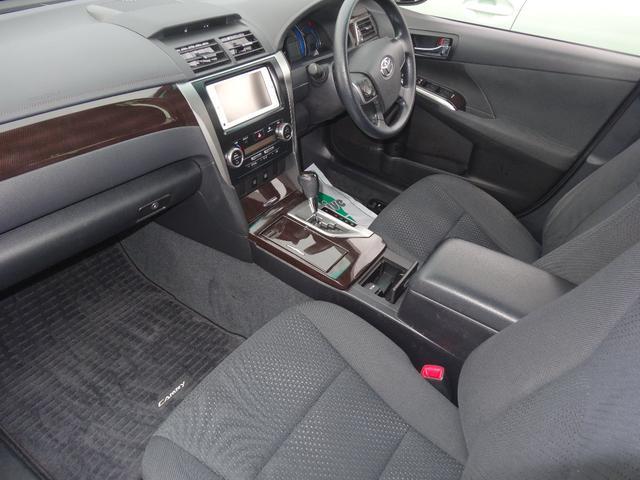 広々使えるフロントシートで快適ドデザイン性に優れた運転席になっております。操作性も良く、快適にドライブして頂けます。