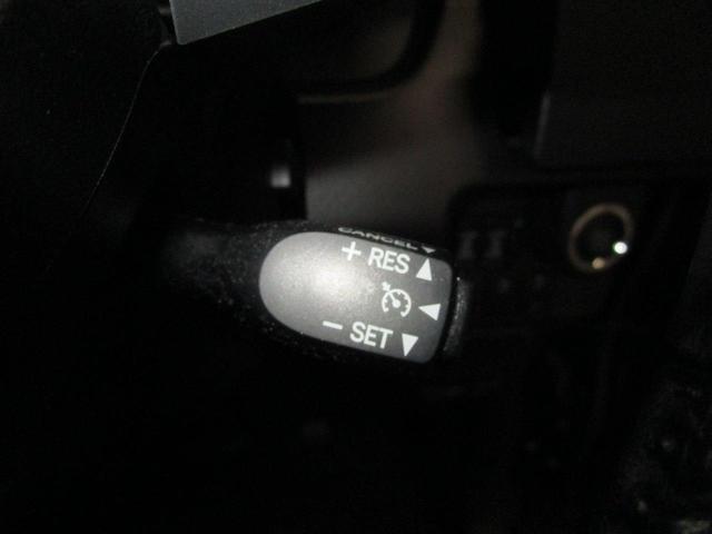 高速道路走行時に便利なクルーズコントロールを装備しています。あるとうれしい装備です。