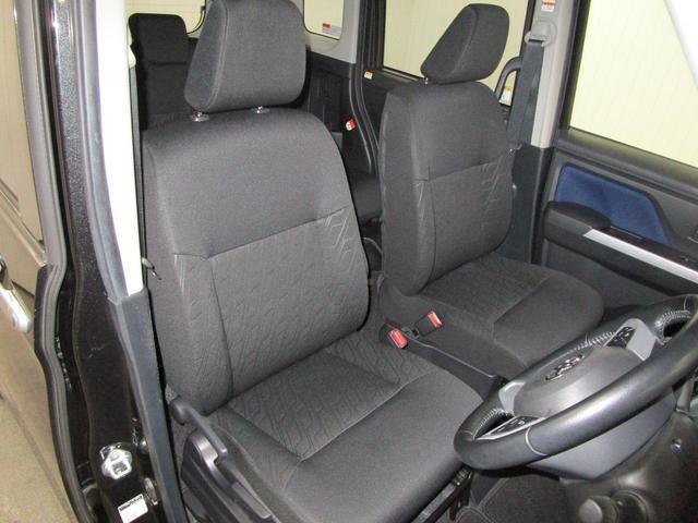 広々使えるフロントシート。デザイン性に優れた快適な運転席になっています。