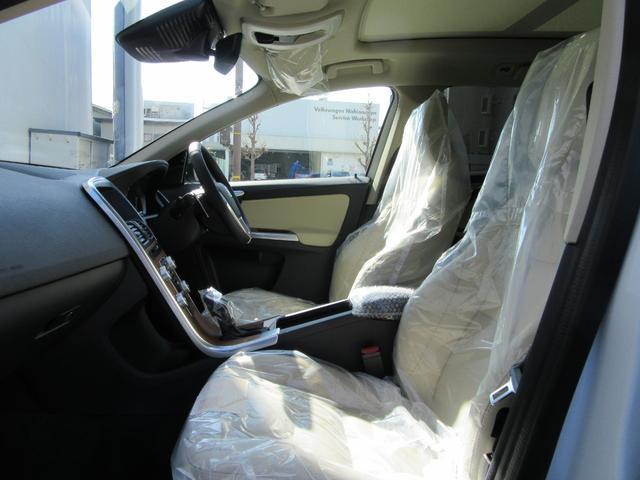 ボルボ ボルボ XC60 D4 クラシック 2017年モデル登録済み未使用車 最終版