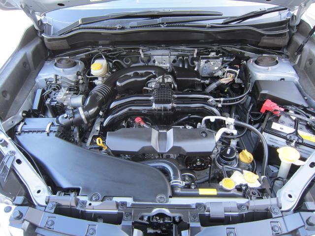 コンパクトで低重心が特徴の水平対向エンジン