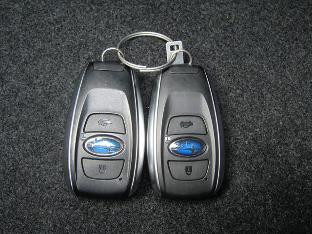 ドアの施錠に便利なリモコンアクセスキーは2個あります。