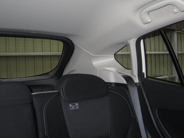 運転席からみた後方視界も大変良好です。ピラー(柱)やリヤウィンドゥの形状を工夫することで、全方位で安心できる視界を確保しております。