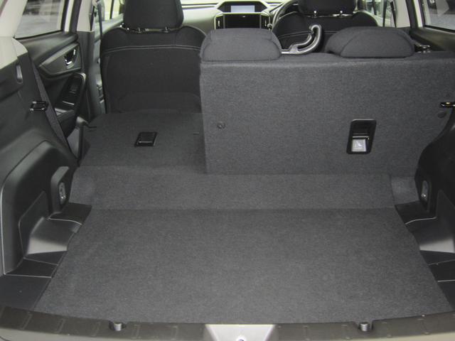 大きな荷物や長尺物を積みたいときは、分割可倒式リヤシートによってカーゴルームを拡張することができます。アクティビティやシーンに応じて様々な荷物を積み込んで下さい。