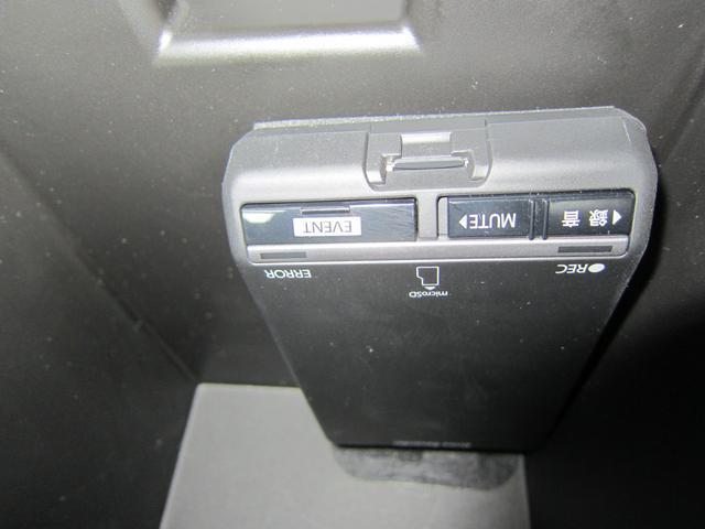 ドライブレコーダー本体。前後録画タイプでいざというときに運転状況を見直せます