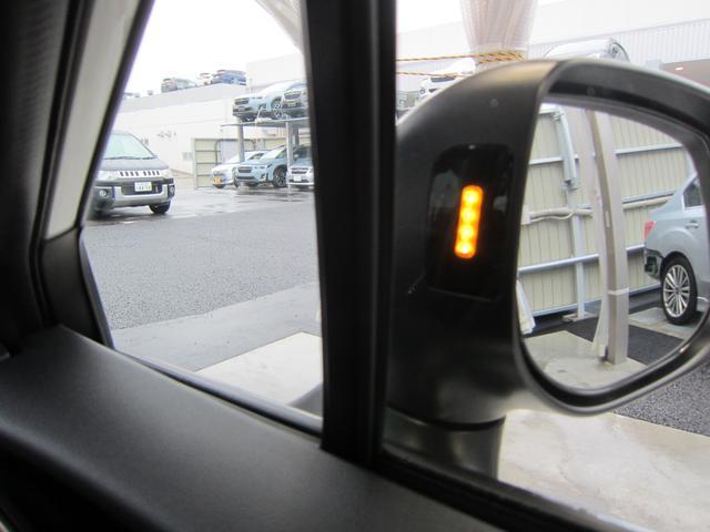 リアヴィークルディティクション。斜め後方から接近する車両を検知し、ドアミラーのインジケーター点灯で注意喚起いたします。