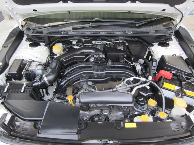 コンパクトで低重心が特徴の2.0L水平対向エンジン