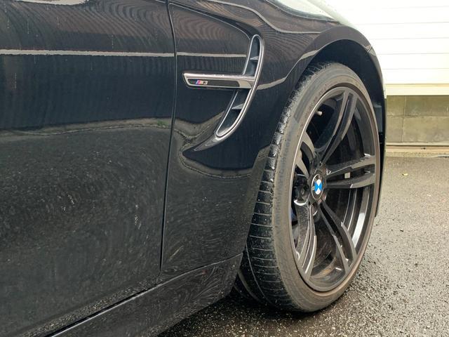 M3 ・認定保証・アダプティブMサスペンション・カーボンルーフ・黒革・シートヒーター・レーンチェンジ・レーンディパーチャーLEDヘッド・コンフォートアクセス・トランクスポイラー・ミラーETC・SOSコール(41枚目)