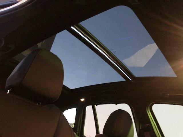 M40d ライブコクピットマルチメーター ワンオーナー セレクトパッケージ パノラマガラスサンルーフ ハーマンカードンサラウンド 黒革 ヘッドUPディスプレイ HDDナビ ACC フロントリアシートヒーター(31枚目)