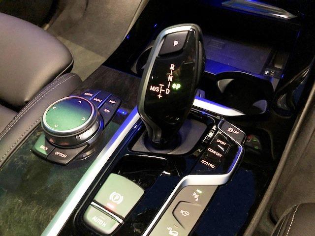 M40d ライブコクピットマルチメーター ワンオーナー セレクトパッケージ パノラマガラスサンルーフ ハーマンカードンサラウンド 黒革 ヘッドUPディスプレイ HDDナビ ACC フロントリアシートヒーター(43枚目)