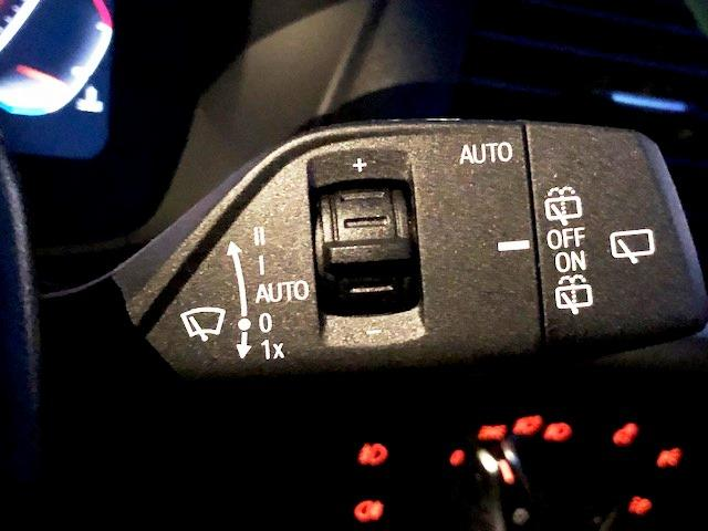 M40d ライブコクピットマルチメーター ワンオーナー セレクトパッケージ パノラマガラスサンルーフ ハーマンカードンサラウンド 黒革 ヘッドUPディスプレイ HDDナビ ACC フロントリアシートヒーター(45枚目)
