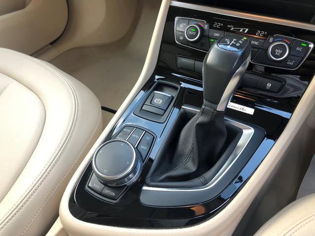 218iアクティブツアラーセレブレションEDファッシ ・認定保証・ワンオーナー・ベージュレザー・LEDヘッドライト・シートヒーター・衝突軽減ブレーキ・車線逸脱警告・純正HDDナビ・バックカメラ・電動テールゲート・Bluetooth・ミラーETC・F45(16枚目)
