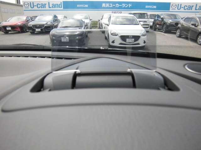 メーターフード上に装備されているヘッドアップディスプレイ。車速の情報が映し出されます!