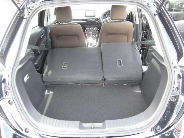 後席を倒せば大容量の荷室スペースにできます。