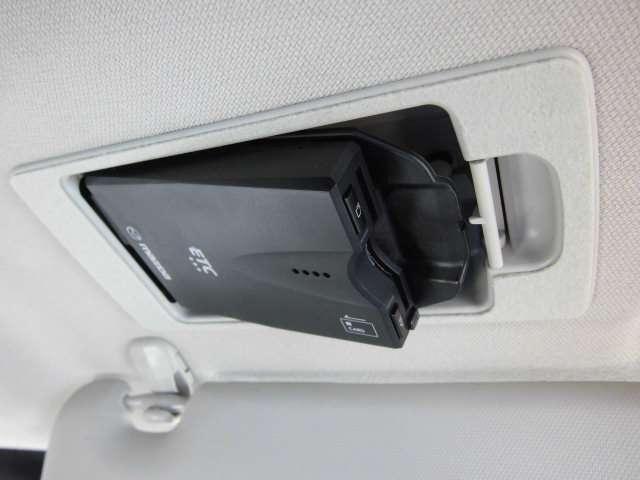 『マツダ純正・スマートインETC』 運転席のサンバイザーの裏にスッキリ収納!防犯効果も期待できます。