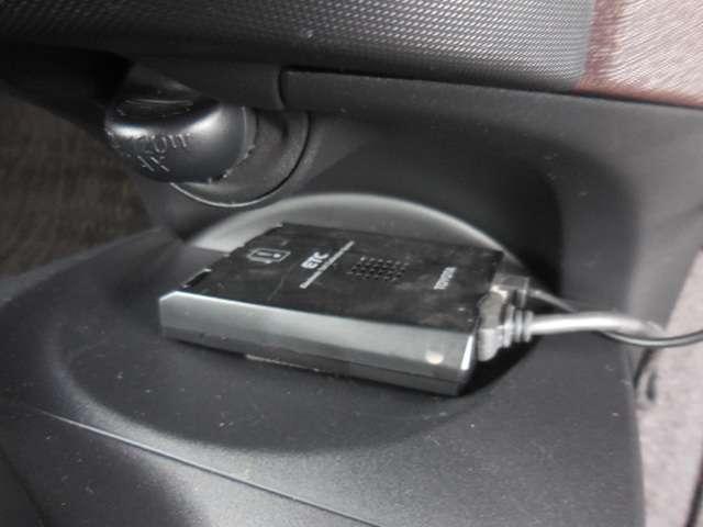 トヨタ iQ 1.0 100G レザーパッケージ HDDナビ フルセグTV