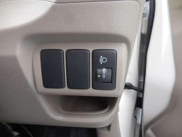 ヘッドライトの高さを調整できるダイヤル付きです。