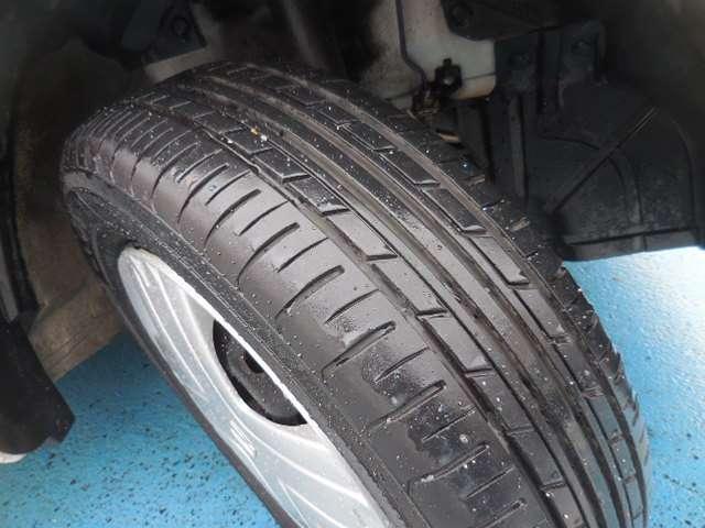 タイヤの溝も残っておりますので、ご安心下さいませ。