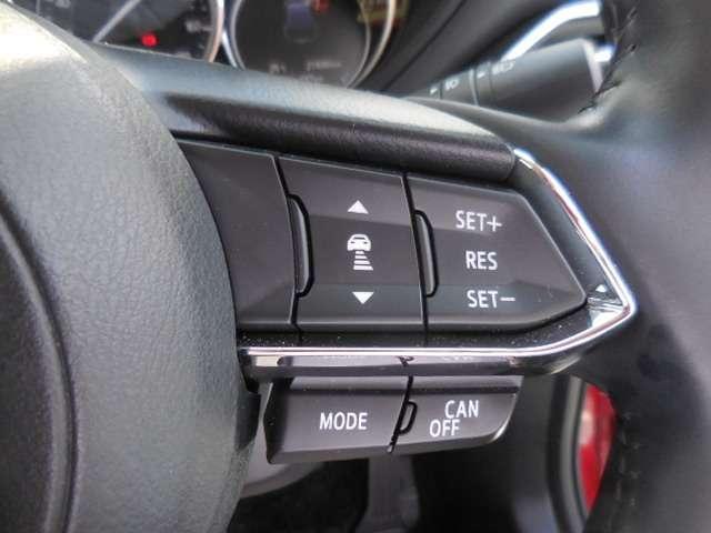 【 MRCC 】ミリ派レーダーで前方の走行車との車間距離を認識。30から100km/hの範囲で、自動追従走行を可能にしています。