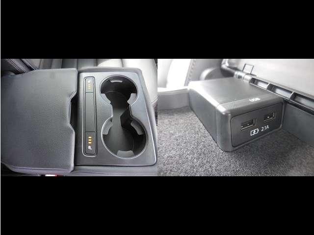 後席にも両席シートヒーターを設定。さらに充電できる機能もございます。