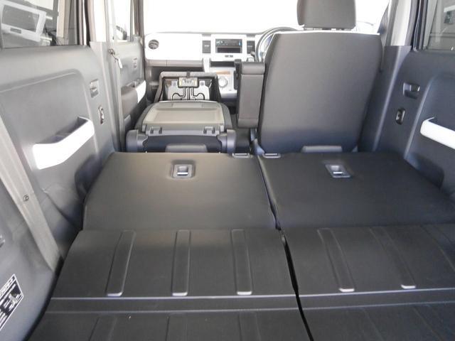 長い荷物は助手席の背もたれを前方に倒せば積んで頂けます。